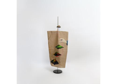 周代焌_應許之地_2019_壓克力、麻布、樟木、鐵件粉體塗裝、塑膠魚管_110x50x50cm_小1