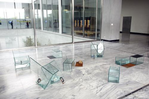 庄普 光与水的移位 (9件一组) 1992 玻璃丶铁板丶水 尺寸依场地而定