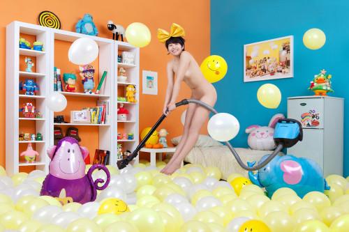 王建扬 跳跳吸尘器 2011 摄影 67x100cm