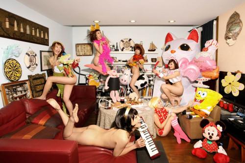 王建扬 欢乐派对 2011 摄影 67x100cm