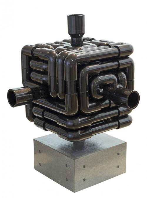 蔡坤霖  来自远方的声音—京都  2014  硬质塑胶管丶声音装置丶清水模丶声音来源:京都水琴窟     41x36x36cm
