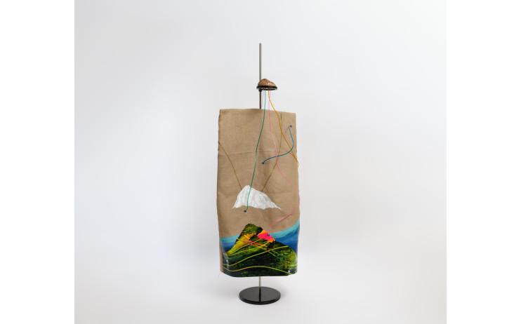 周代焌_應許之地_2019_壓克力、麻布、樟木、鐵件粉體塗裝、塑膠魚管_110x50x50cm_小.