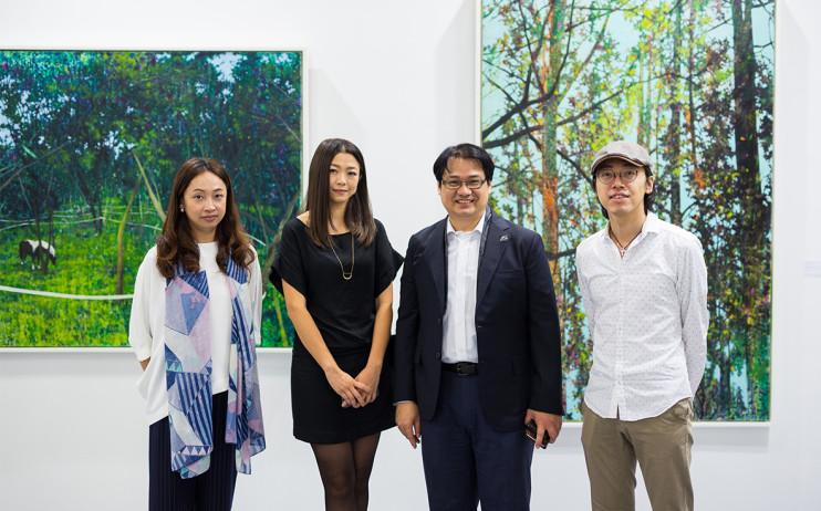 (Left to Right )Artist HSU Wei-Hui, HSU Chang-Yu, Liang Gallery's President YU Yen-Liang, Artist FU Hau-Shiuan