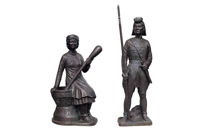CHIU Yunn Left:Rukai (woman) Right: Rukai (man) 2006 Copper Left:139x70x59cm Right:175x47x32cm