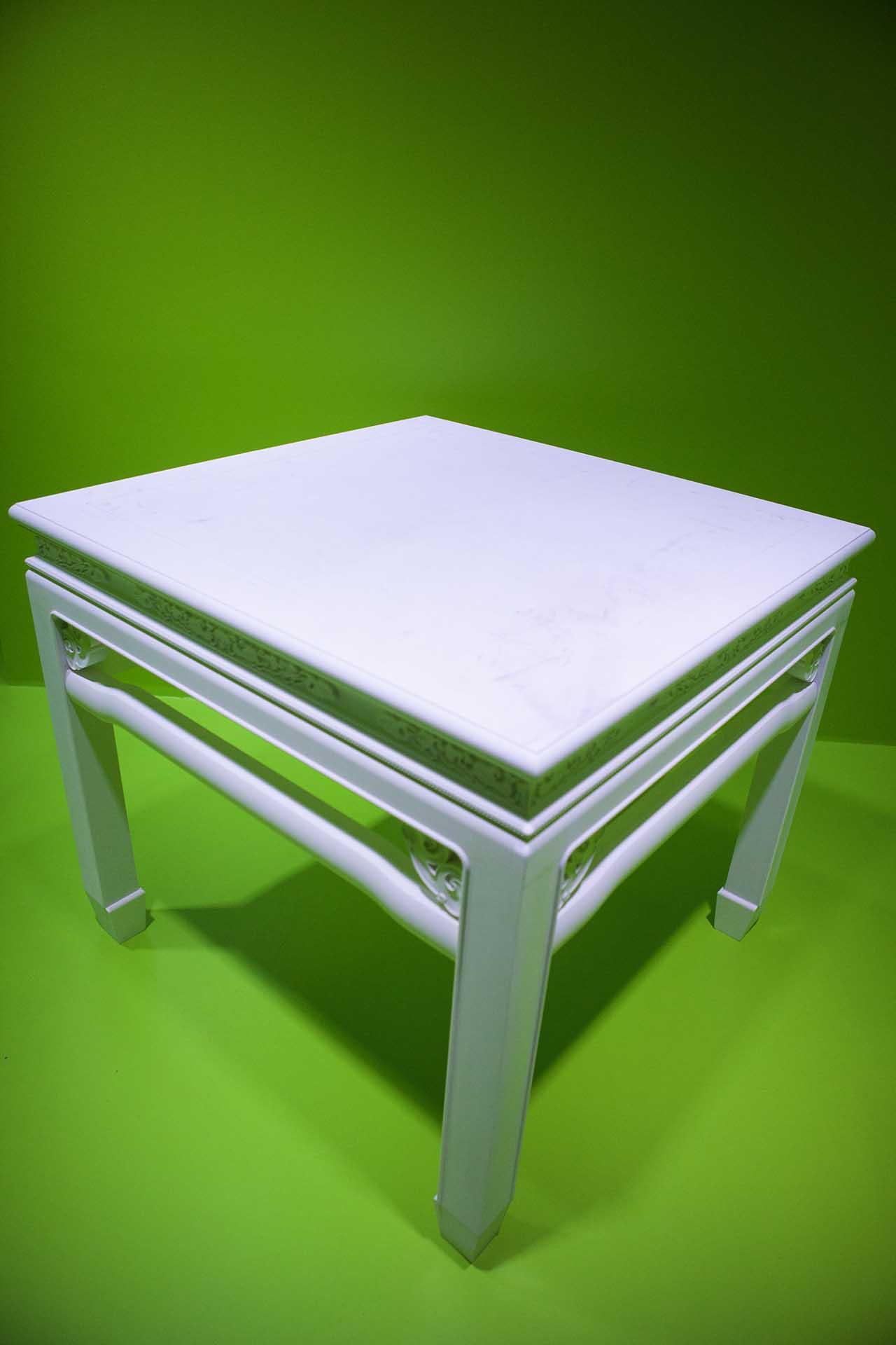 許家維 鐵甲元帥-白色四方桌 裝置 桌子108x106x115cm、台座 148x146x30cm