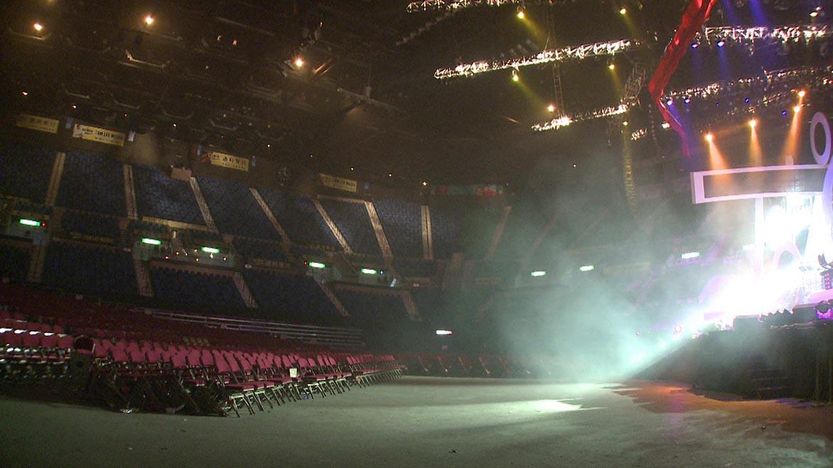 許家維 3月14日,紅墈體育館 雙頻道錄像裝置 7min43sec