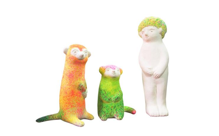 蔡潔莘 (由左至右)彩虹與村落狐獴 I、狐獴 II、小男孩 2015 紙漿、壓克力顏料 (由左至右)35×25×51cm、28×22 ×36cm、23×19×71cm