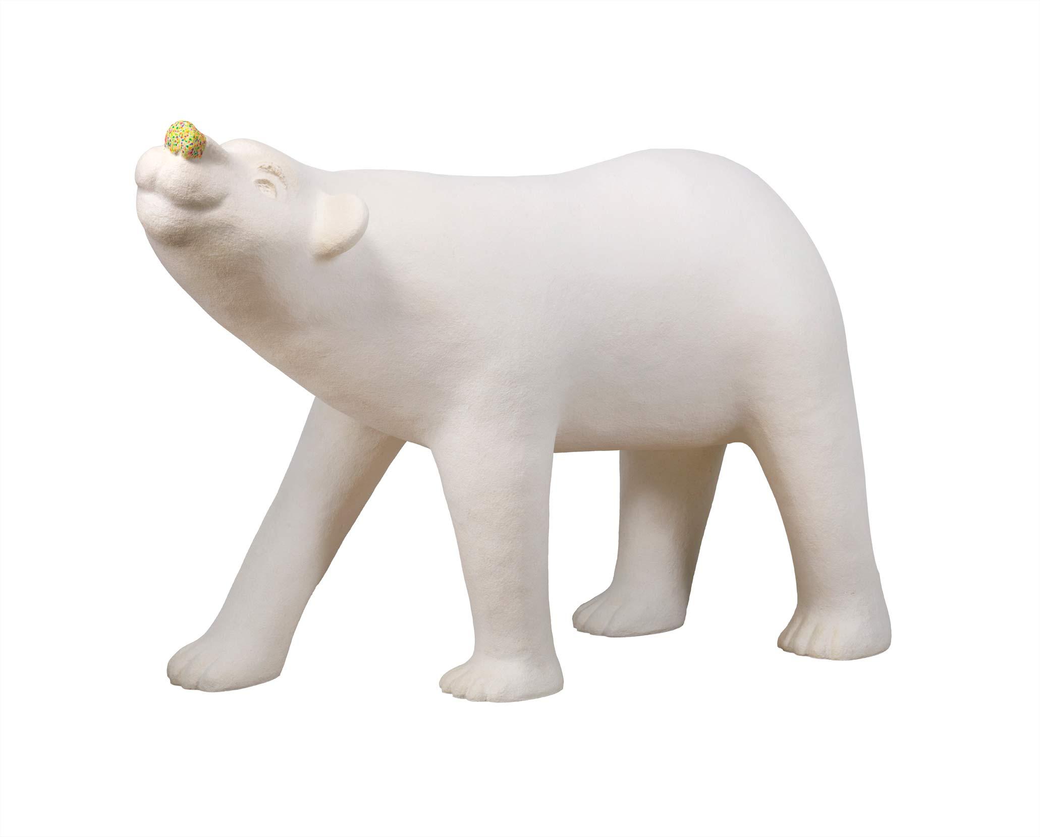 蔡潔莘  彩虹雨村落的北極熊  2016  紙漿、壓克力顏料  115x158x70cm